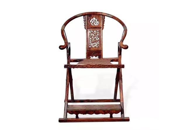 lot 3564 十九世纪 黄花梨雕麒麟纹交椅